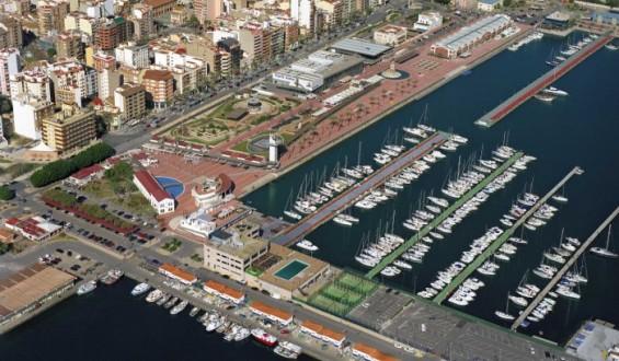 El muelle de Costa dentro del puerto