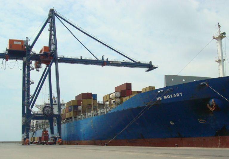 2012_08_30_portcastell recibe al buque ms grande de su historia 2