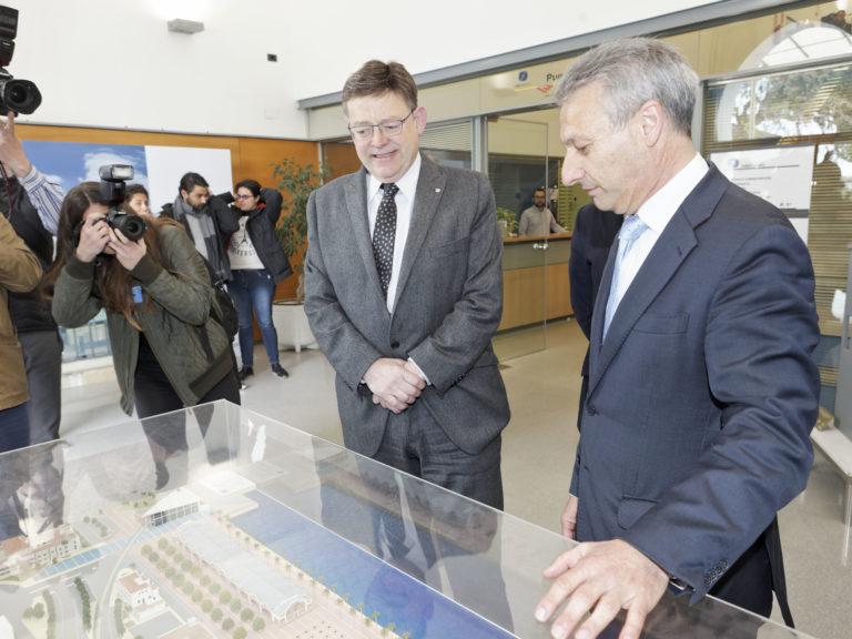 El presidente de la Generalitat Valenciana, Ximo Puig, visita el puerto de Castellón