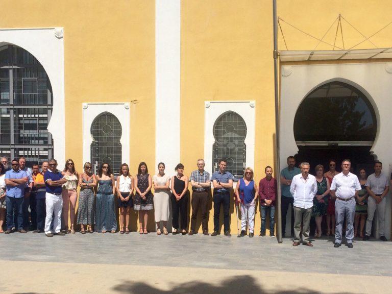 El equipo humano de la Autoridad Portuaria de Castellón guarda un minuto de silencio por los atentados en Niza