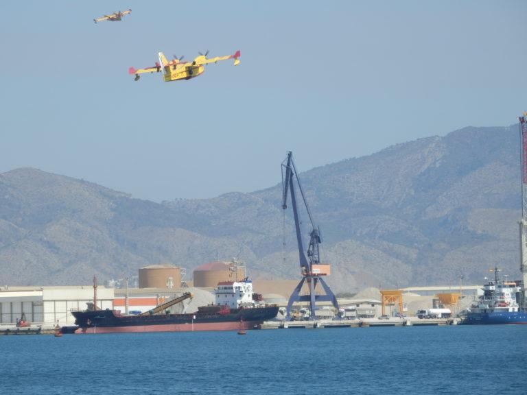El puerto de Castellón colabora en la extinción del fuego que asola a Artana