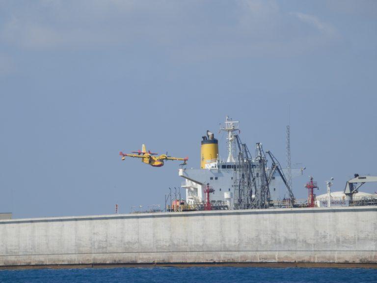 El puerto de Castellón colabora con el incendio que asola Artana