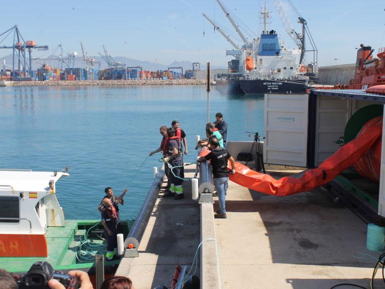 Barrera anticontaminación puerto de Castellón
