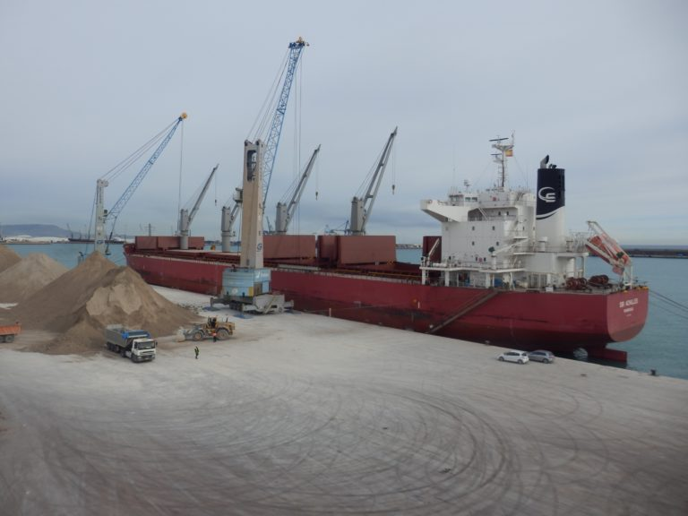 PortCastello recibe el mayor cargamento de arcilla en su historia