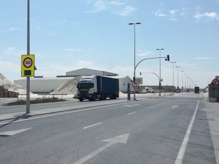 Camiones en dársena norte