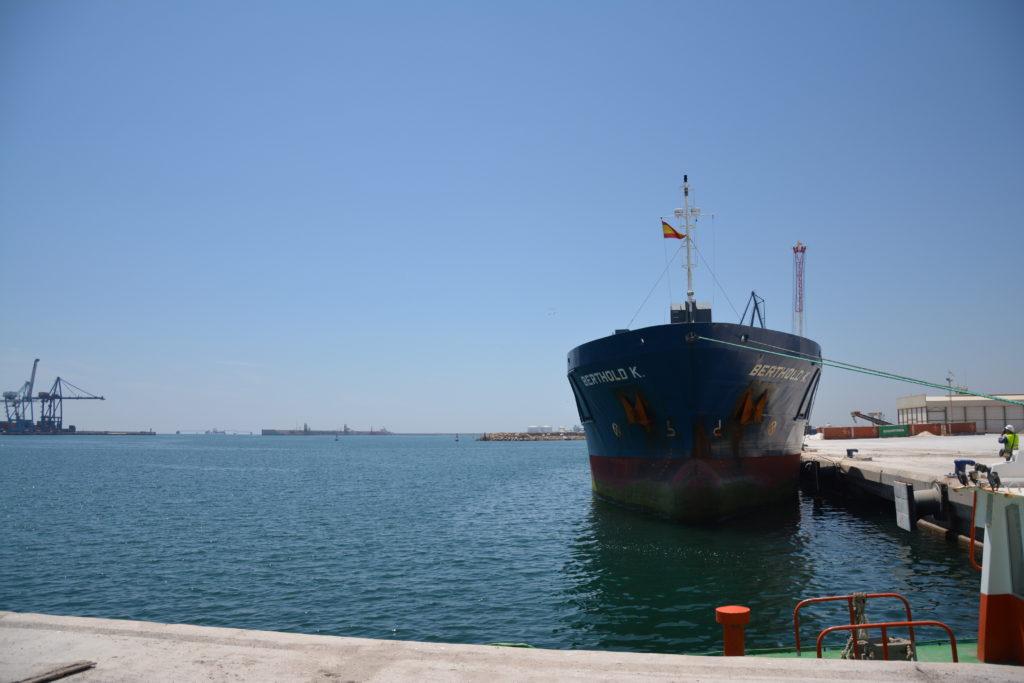 Buque atracado en el puerto de Castellón